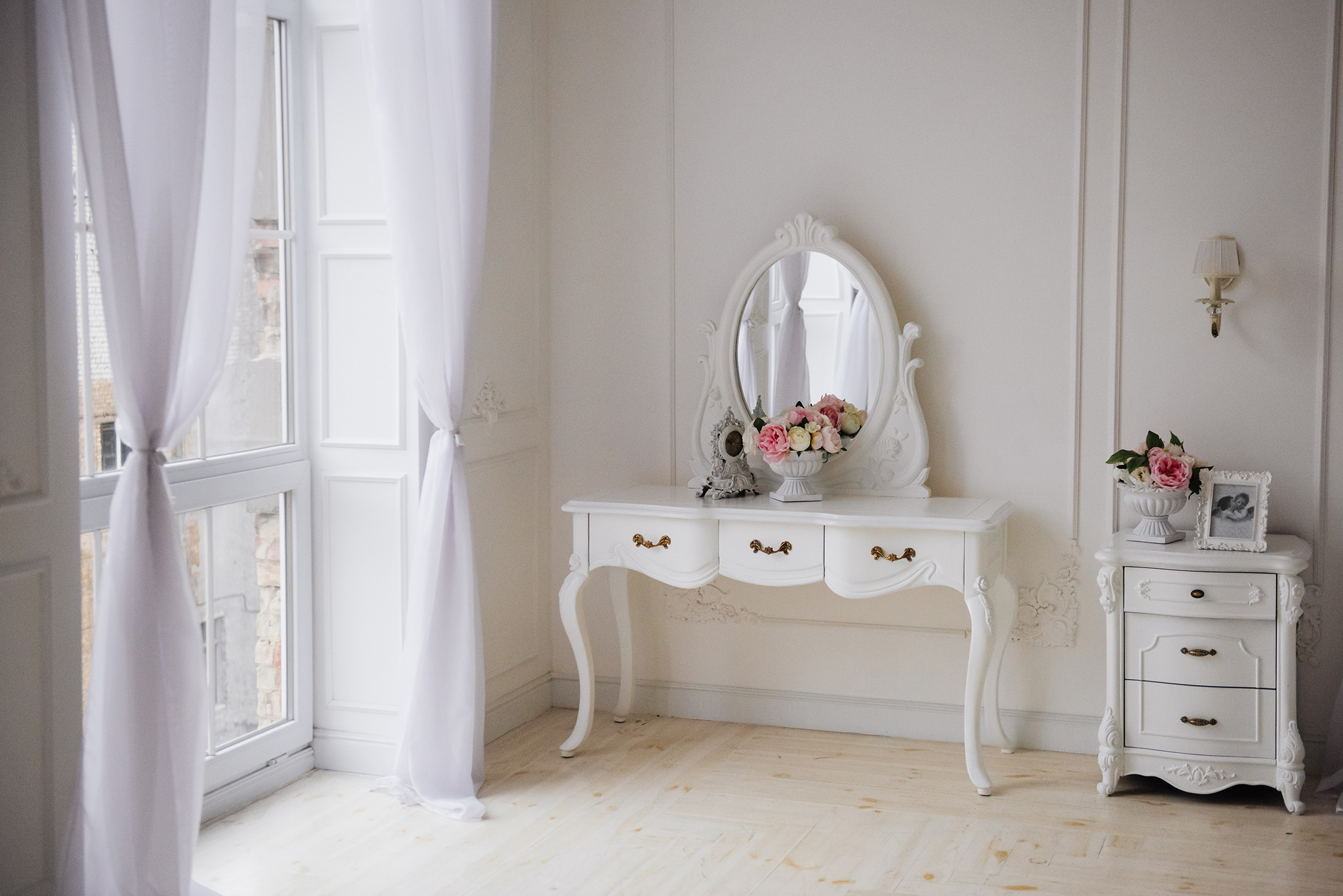 dressing table with mirror, white bedroom furniture, bedside table