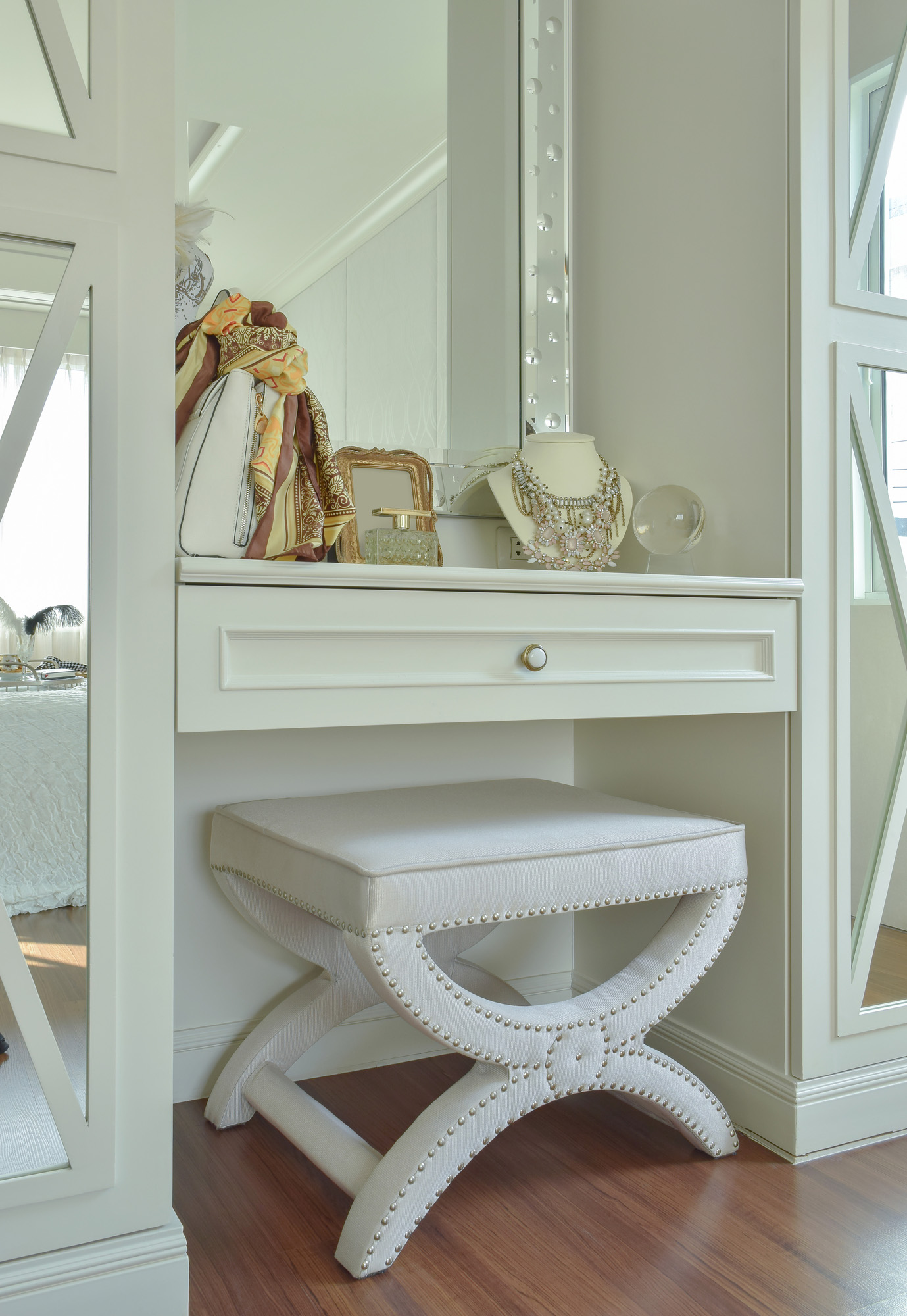 dressing table, white wardrobes, bespoke fitted wardrobes