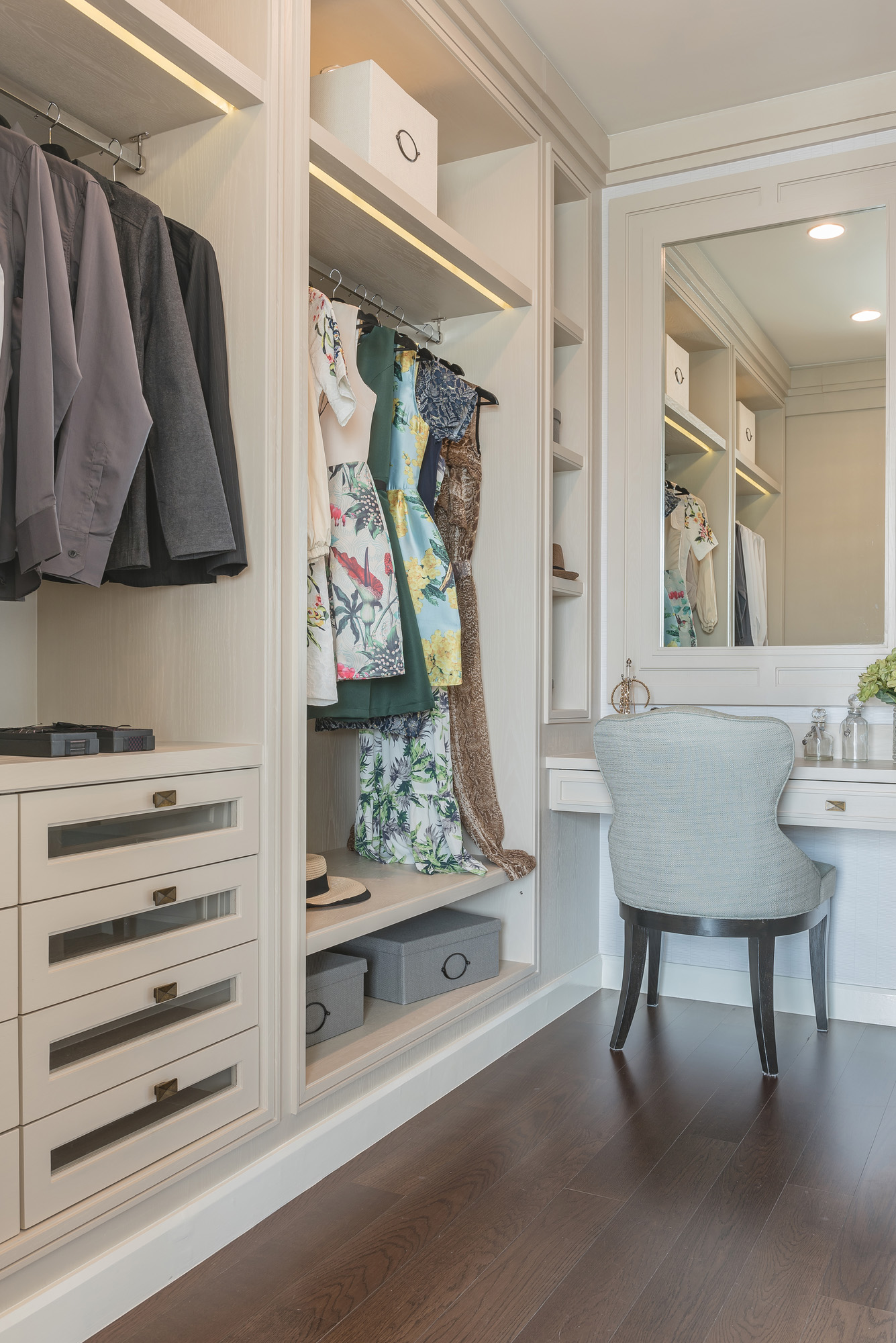 walk in closet, bedroom ideas, bedroom seat, dressing table