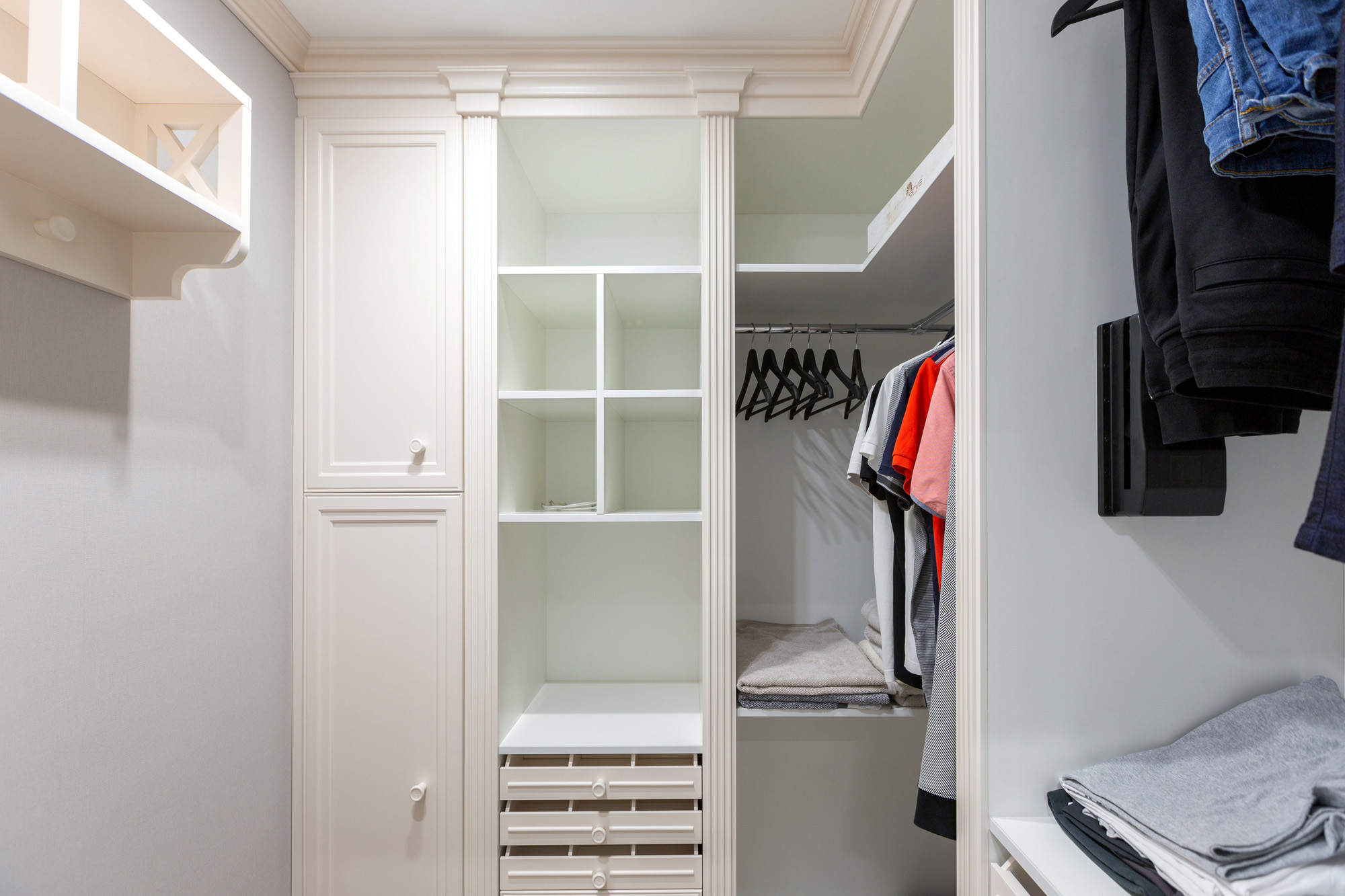 walk in closet, white wardrobe door, bespoke storage solutions