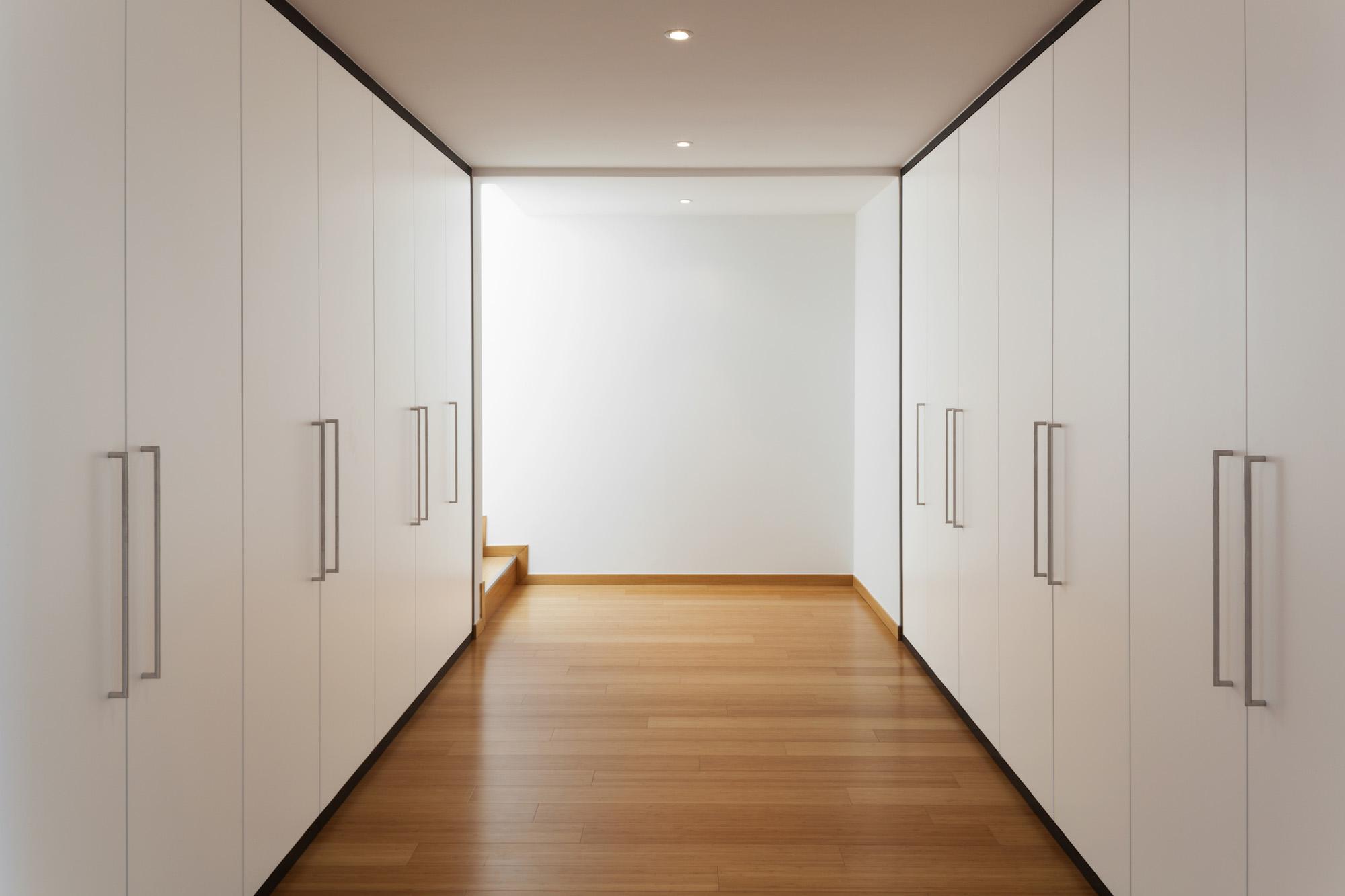 walkin wardrobe, white wardrobe, hinged wardrobe doors, modern wardrobe