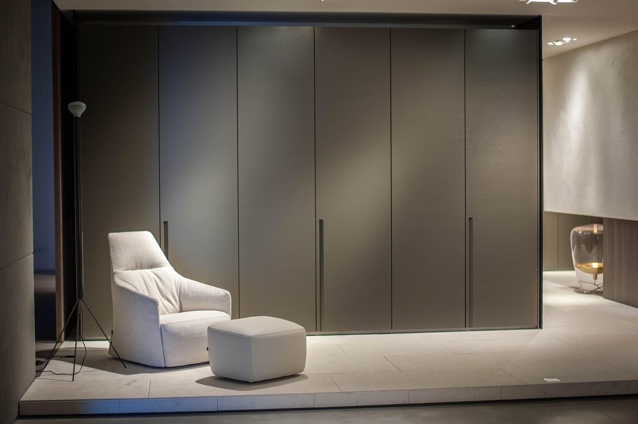 grey wardrobe doors, bedroom seating, modern bedroom ideas, bedroom ideas grey