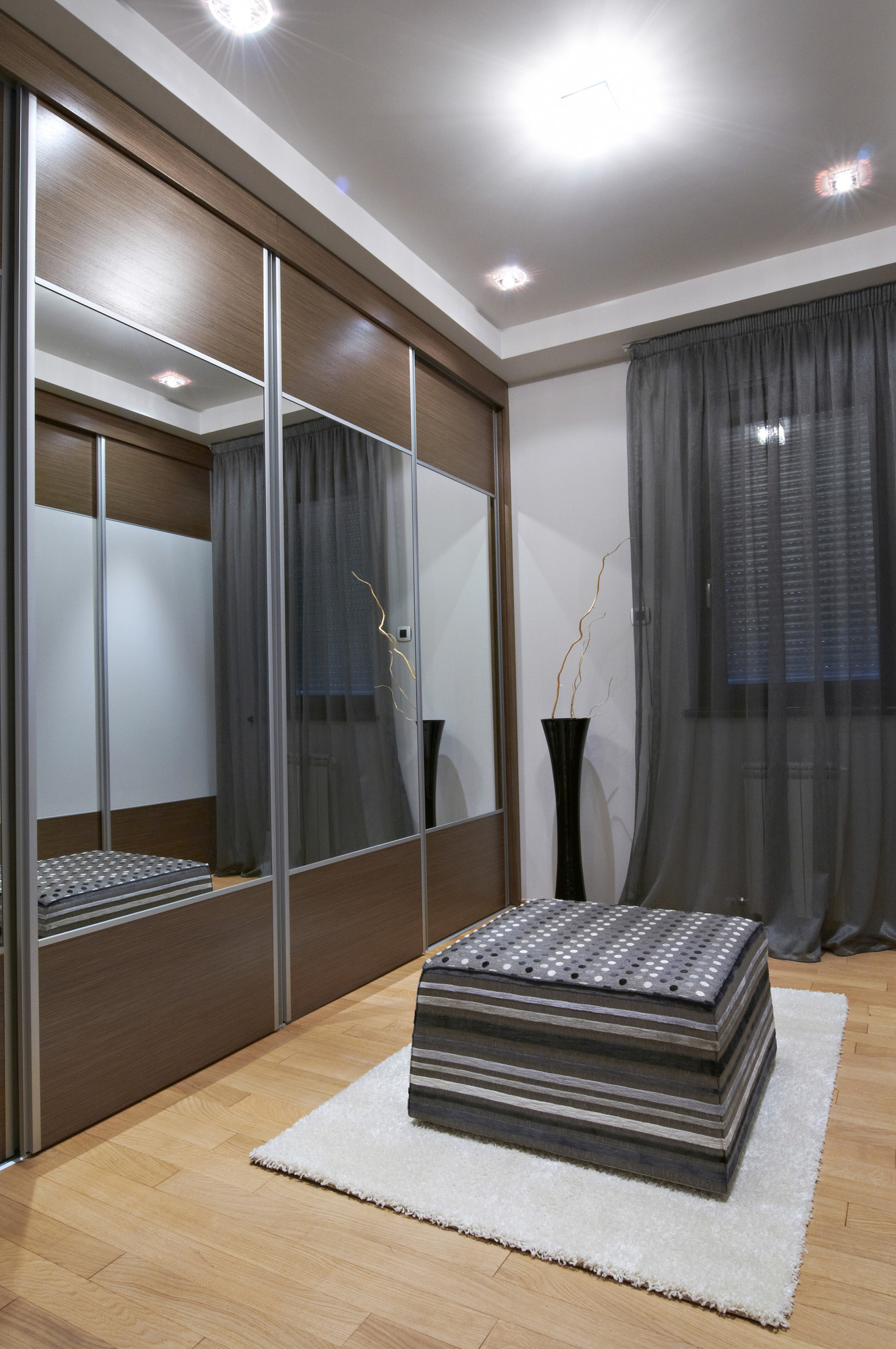 mirror wardrobe sliding door, bespoke fitted wardrobes, modern bedroom ideas
