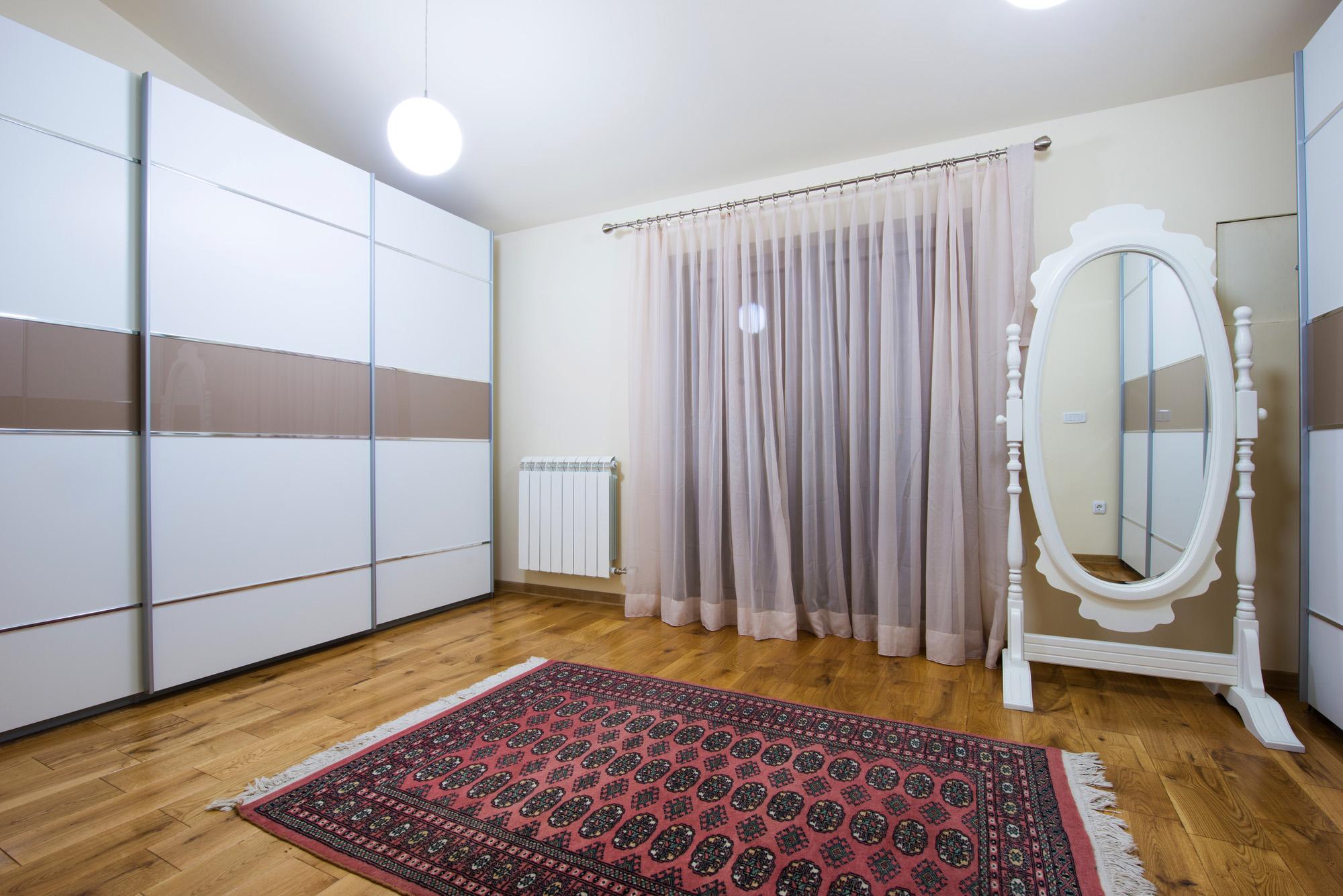 white sliding wardrobe doors, bedroom ideas