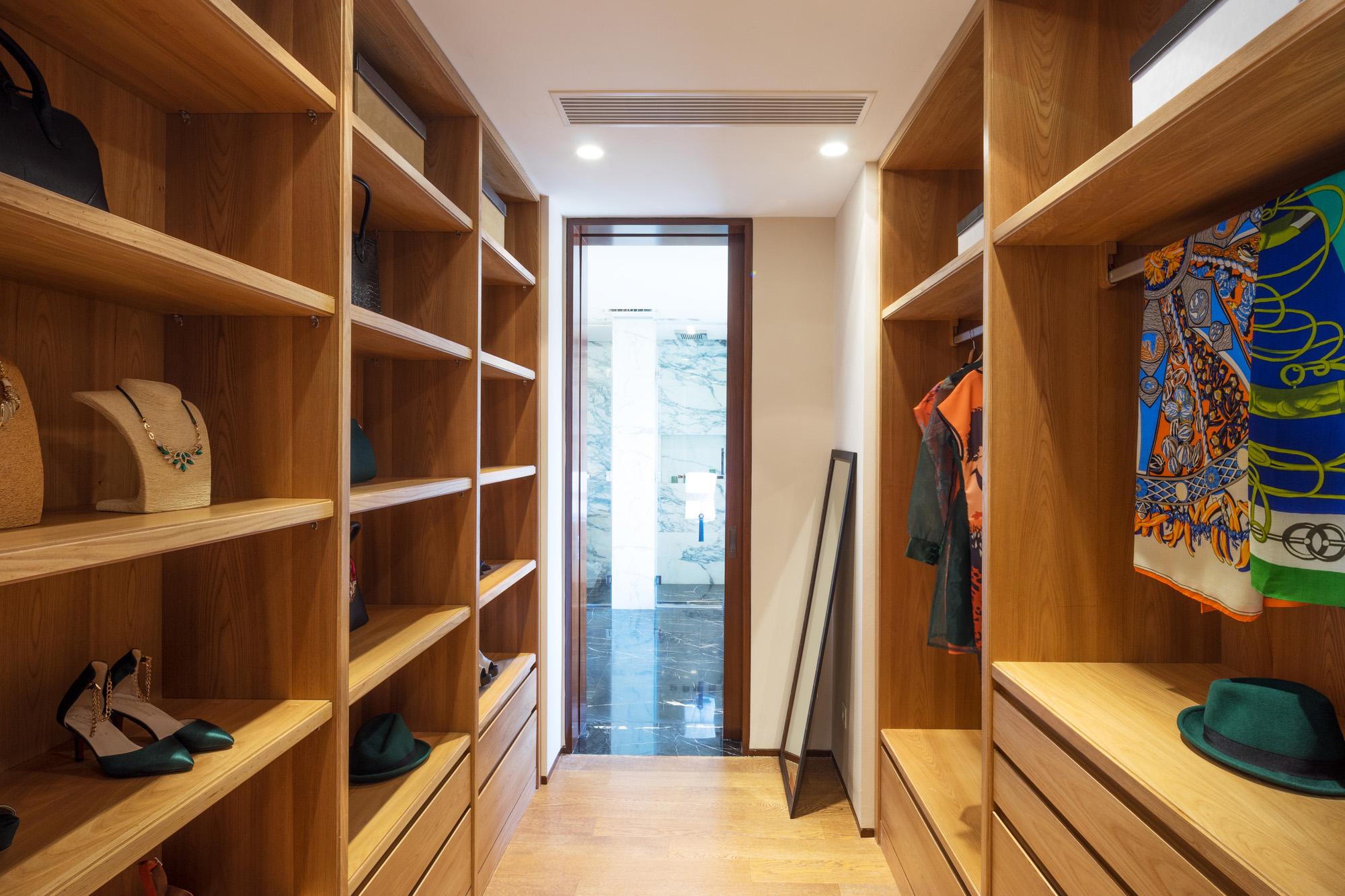 walk in closet, open wardrobe system, bespoke wardrobes