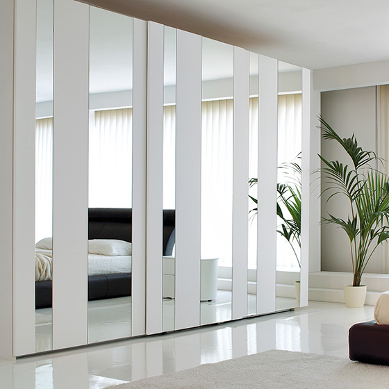 Fitted Wardrobes Ideas - White Wardrobe with mirrored wardrobe doors