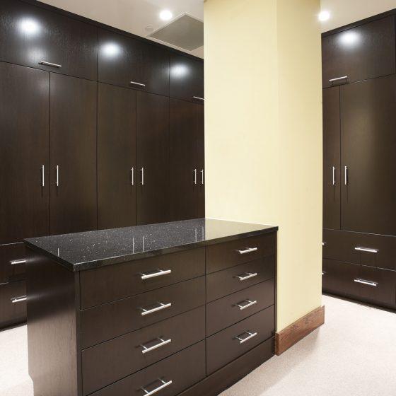 walk in wardrobe island, fitted bespoke wardrobe black, wardrobe design